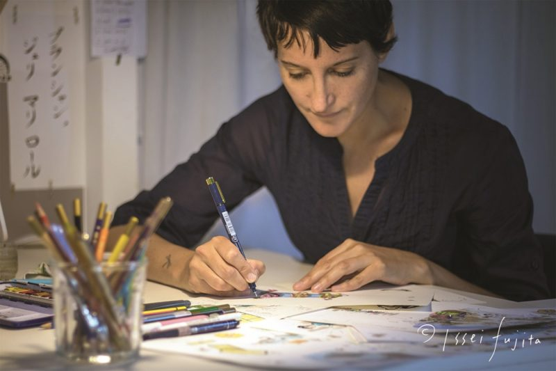 Julie Blanchin Fujita en train de dessiner J'aime le natto © Issei Fujita
