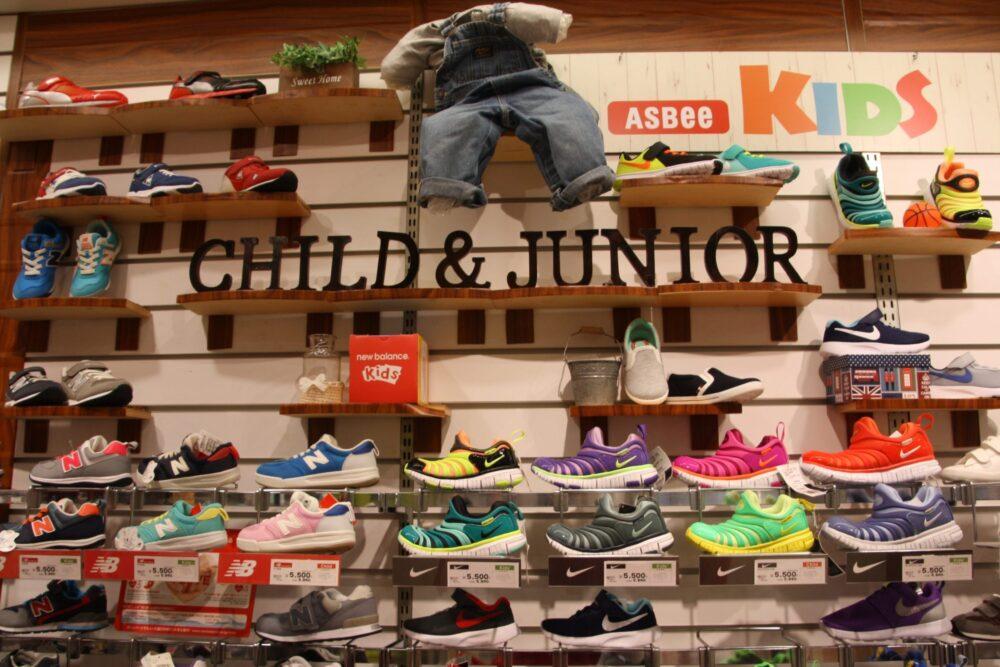 8e3de31a816f3 Acheter des chaussures au Japon n'est pas difficile mais il faut parfois  faire plusieurs magasins pour trouver le modèle souhaité.