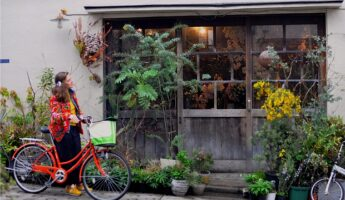 balade dans la kagurazaka avec les botanes copyright zanatana bournat