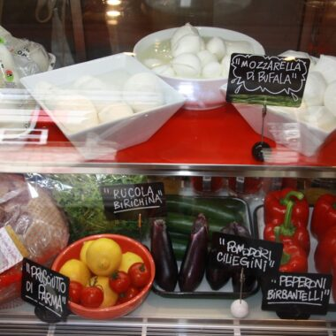 mmmozza-mozzarella-shop-harajuku-tokyo copyright Helene Marbach