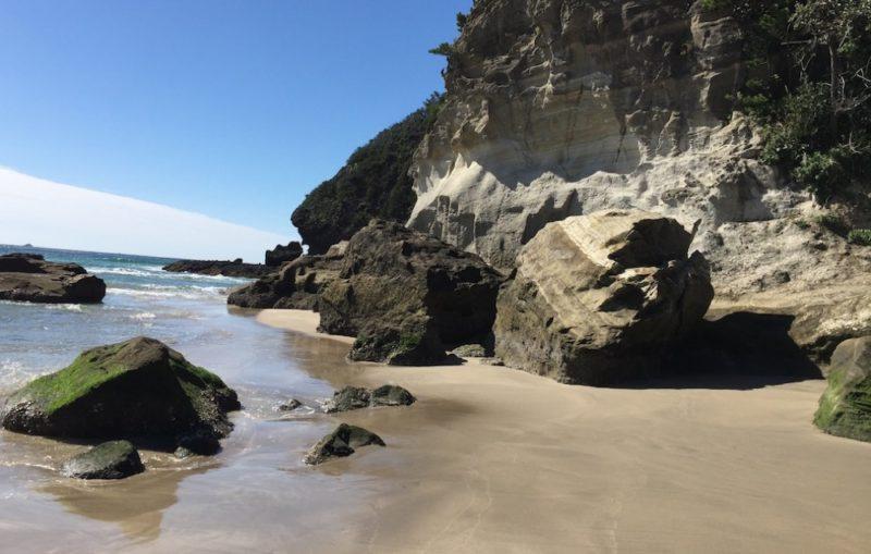 Les rochers de la plage Tatadohama, Visiter Tokyo et le Japon