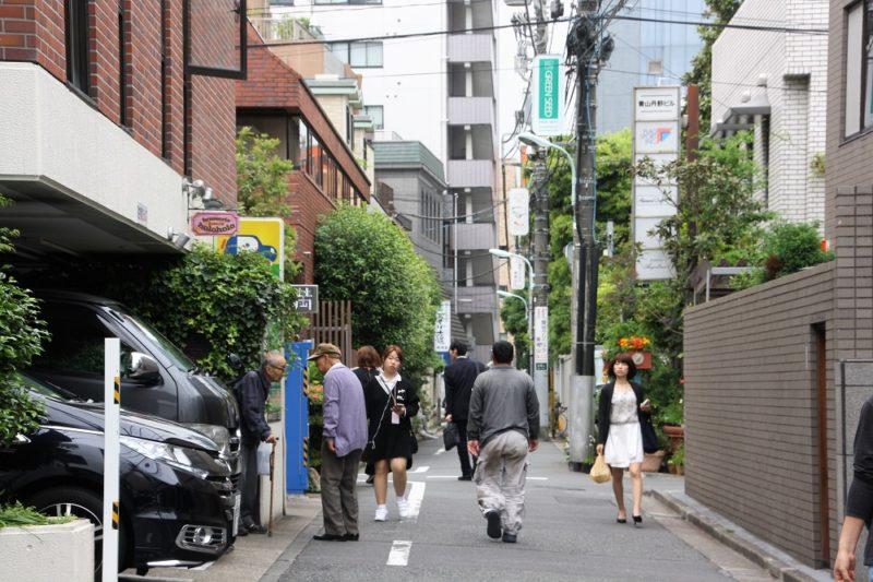 """Brasserie Holoholo, le repère des """"couches tard"""" à Aoyama, Tokyo © Hélène Marbach"""