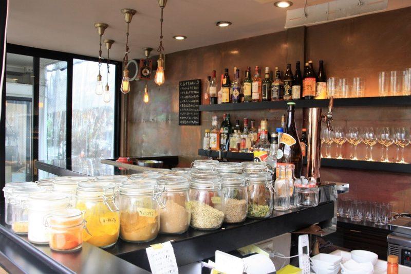 Les épices naturelles de Yoyogi Curry à yoyogi village tokyo © Vivre à Tokyo