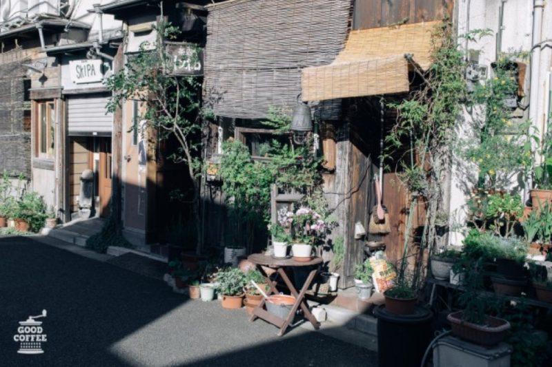La café Tombolo dans la Kagurazaka, Vivre à Tokyo