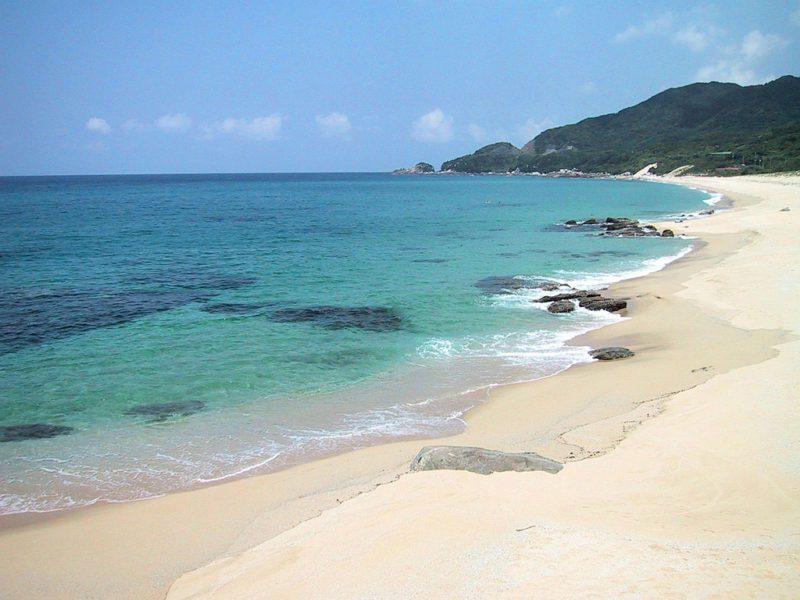 inaka beach yakushima by hiroyuki nakano