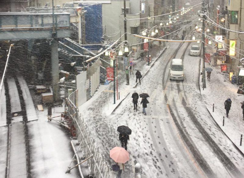 Le quartier autour de la gare de Yoyogi Hachiman, l'hiver à Tokyo