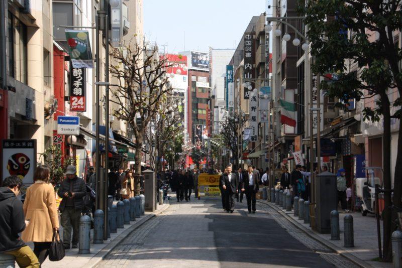 suzuran dori, rue commerçante Tokyo, jimbocho, tokyo, Visiter Tokyo, Expatriation Tokyo, Vivre à Tokyo