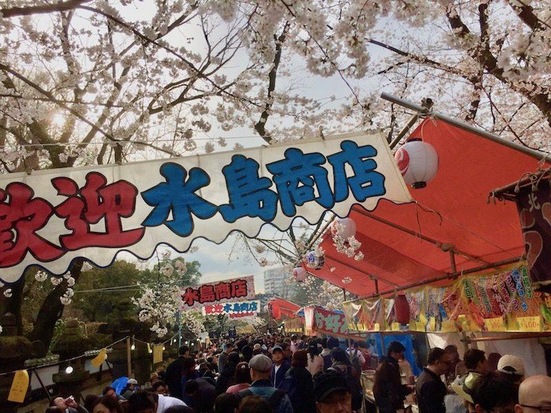 Le sanctuaire Toshogu à Ueno un jour de matsuri, visiter Tokyo et le Japon