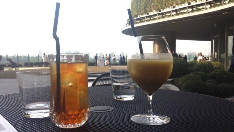 Un verre en terrasse au Tokyo Midtown Hibiya, expatriation à tokyo, visiter tokyo