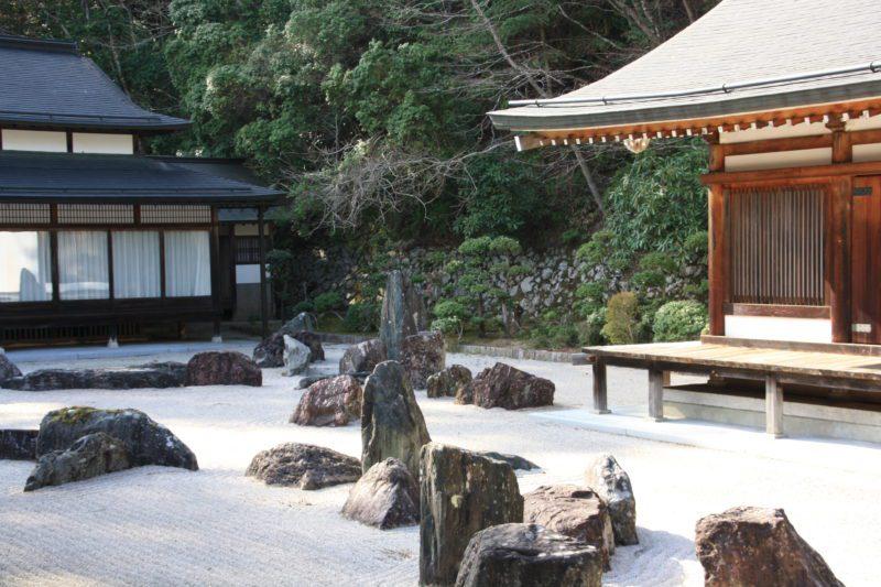 Un jardin sec à Koya San, visiter le Japon, vivre a tokyo, expatriation à Tokyo