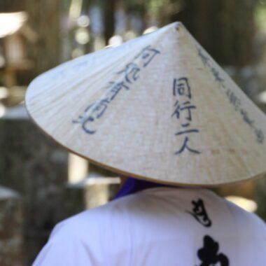 Un pèlerin à Koya San, visiter le Japon, expatriation au Japon