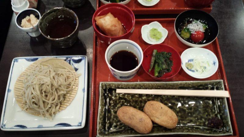 Un repas avec des soba froid, visiter tokyo, vivre à tokyo