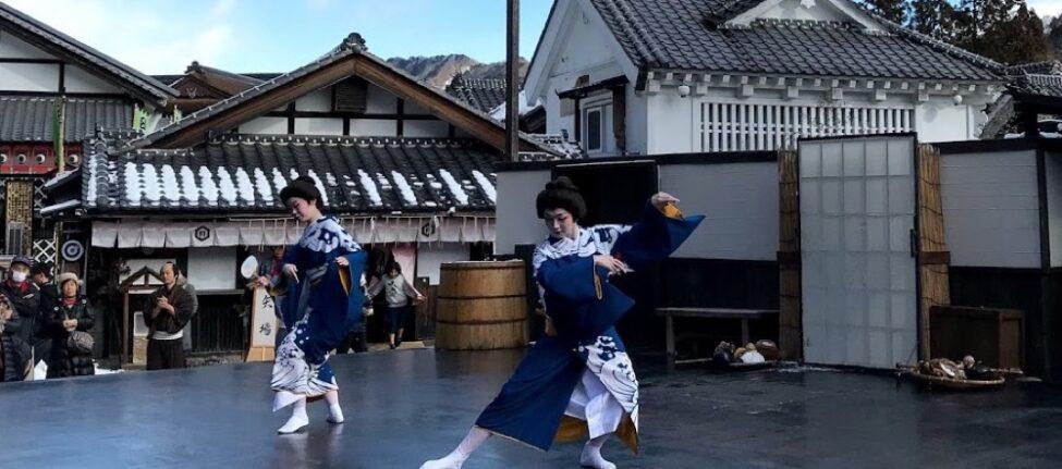 Spectacle en plein air au parc Edo Wonderland, vivre à tokyo, visiter tokyo et le japon, expatriation à tokyo