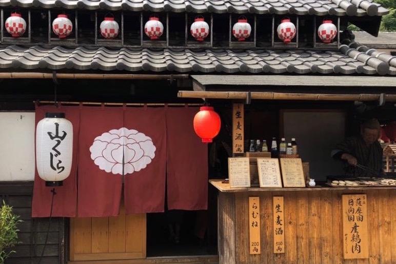Déjeuner Yakitori au parc Edo Wonderland , vivre à tokyo, visiter tokyo