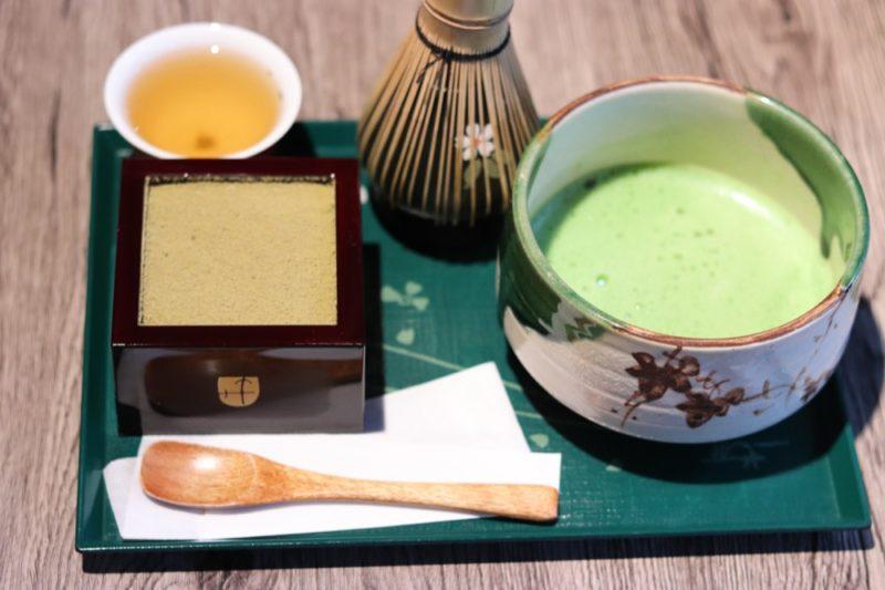 the matcha et tiramisu hochija, vivre a tokyo, visiter tokyo soius la pluie, expatriation a tokyo
