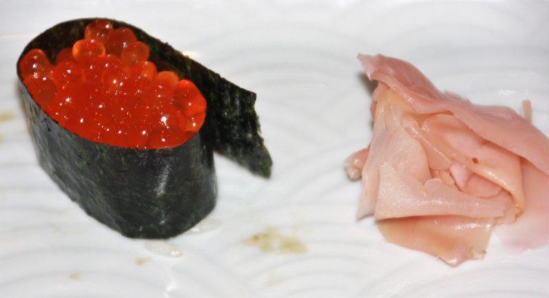 sushi à tokyo, gunkan maki, manger des sushi a tokyo, sushi japon, sushi, maki, restaurant de sushi tokyo, vivre a tokyo, français a tokyo