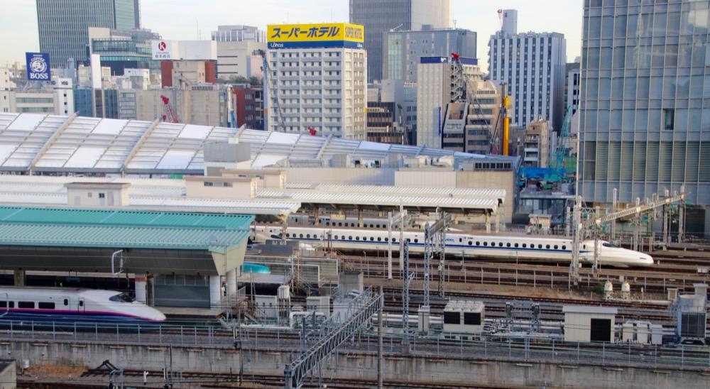 vivre à tokyo, visiter le japon, gare de tokyo, shinkansen