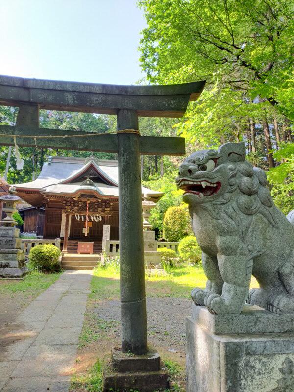 sanctuaire Horiguchi Tenman Tenjinsha dans la forêt